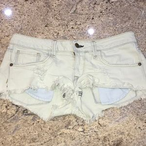 Wildfox denim booty shorts W27